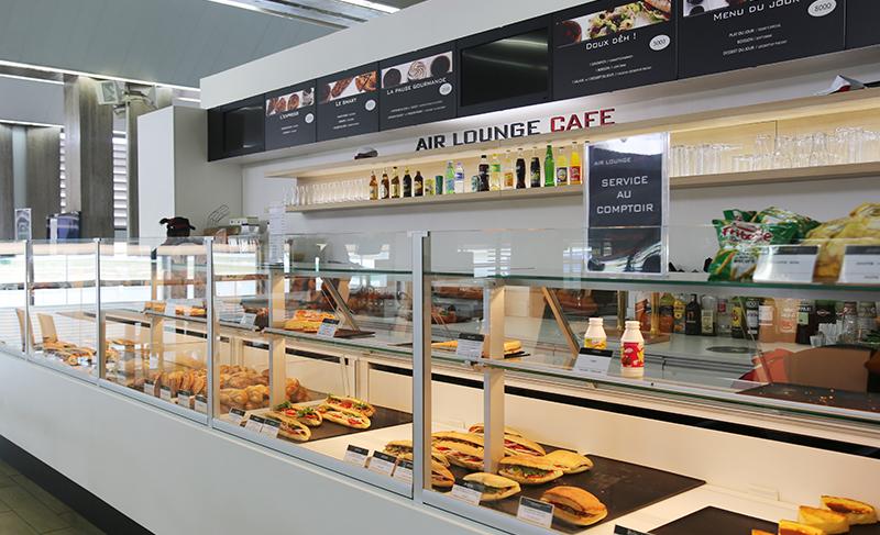 Air_lounge_cafe situé dans le hall d'embarquement